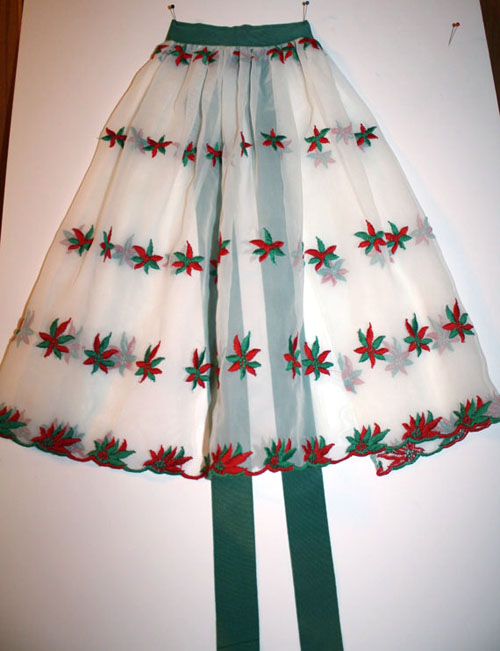 1950s vintage apron with poinsettias