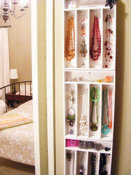 DIY jewelry storage using cutlery trays