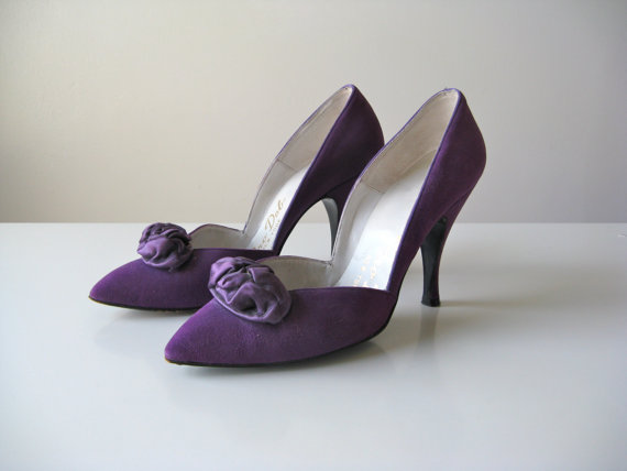 vintage purple suede pumps at Dronning boutique