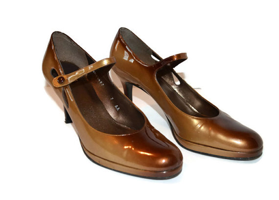 vintage Stuart Weitzman honey tan vintage pumps
